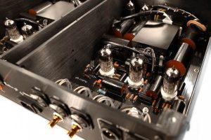 Audio-GD Vacuum HE1 XLR preampli a valvole