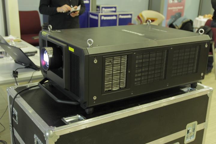 Panasonic PT-RZ31K, il proiettore professionale laser da 31000 lumen